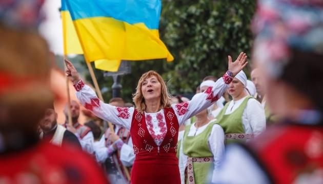 Марши, флаги и вышиванки: как в Украине отпраздновали День Независимости