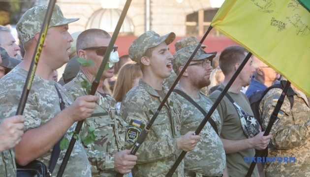 По центру Харькова с барабанным боем прошли около тысячи участников