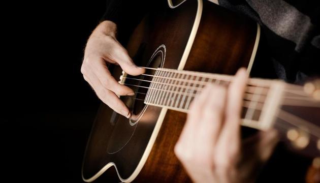 Близько сотні гітаристів встановили національний рекорд у Калуші