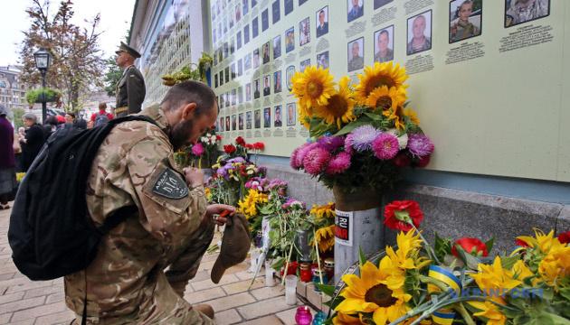 Кабмін затвердив план заходів до Дня пам'яті захисників України