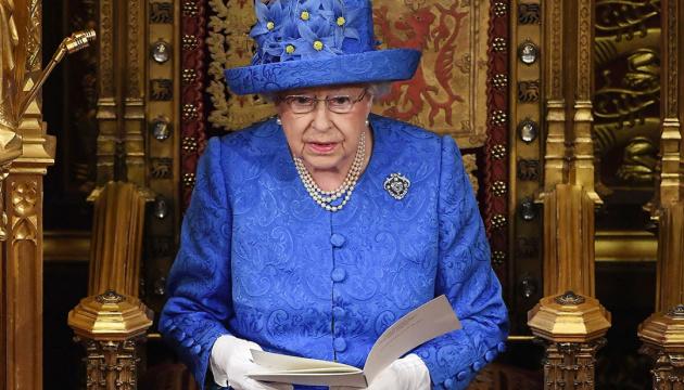 Елизавета II появилась на публике впервые после объявление карантина