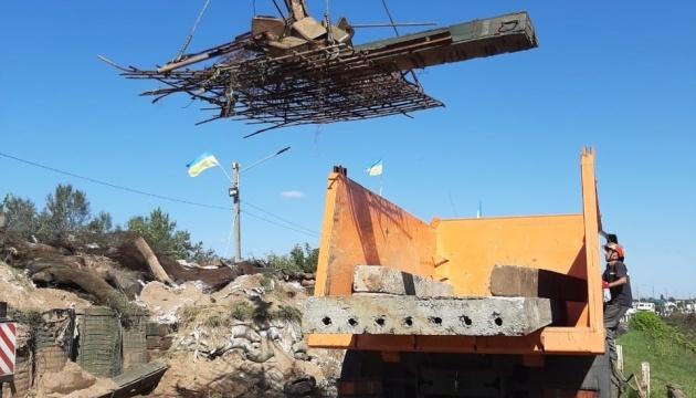 У Станиці Луганській тривають ремонтні роботи на мосту
