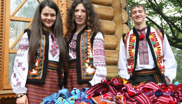 У Вижниці гуцульський фестиваль спробує зібрати рекордну кількість людей у кептарях