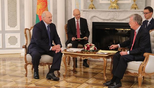 Лукашенко предложил Болтону начать отношения Беларуси и США с чистого листа