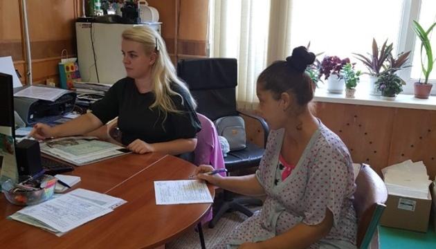 У Мукачеві місце проживання новонароджених можна зареєструвати у пологовому