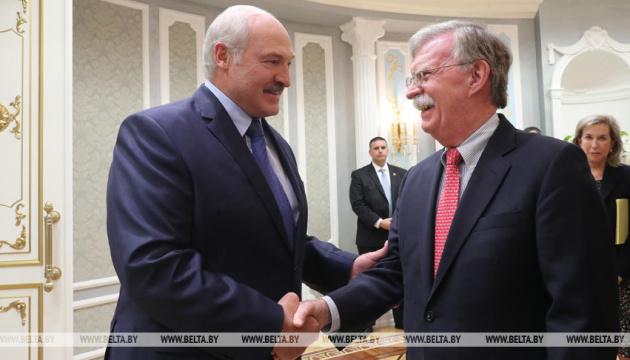 Лукашенко и Болтон обсудили ситуацию на востоке Украины