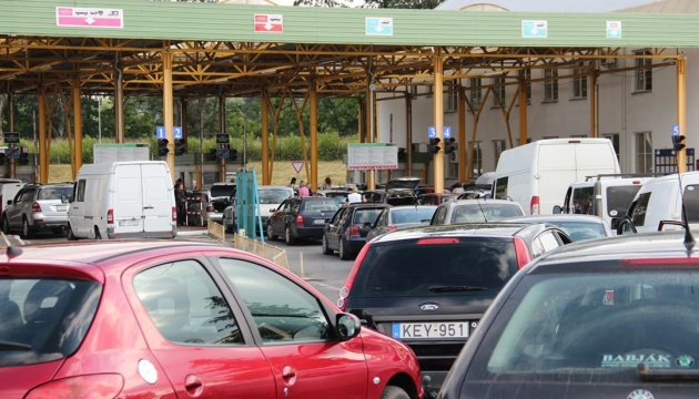 Закарпатські митники розповіли, коли найзручніше перетинати кордон з Угорщиною