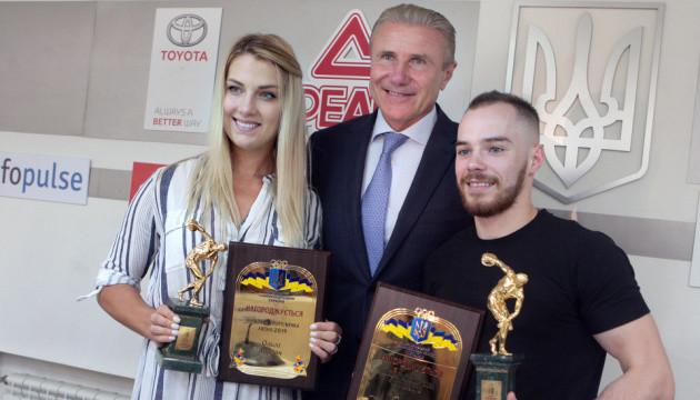 В Олімпійському домі вшанували кращих спортсменів червня та липня Верняєва і Харлан