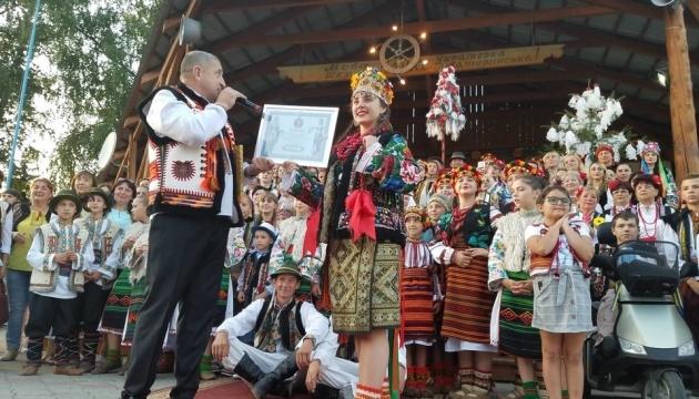 Гуцульський фестиваль на Буковині зібрав рекордну кількість людей у кептарях