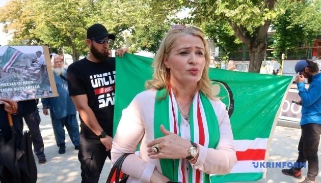 Убивство у Берліні: чеченці вийшли на мітинг під посольство РФ