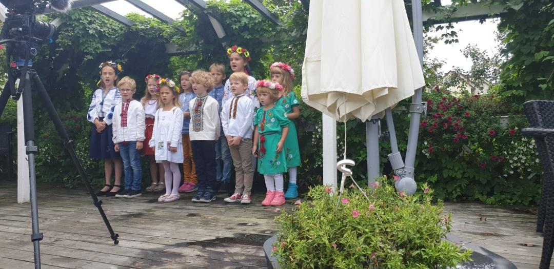 1567525990 347 - Учні української школи в Норвегії творчо привітали громаду з Днем Незалежності