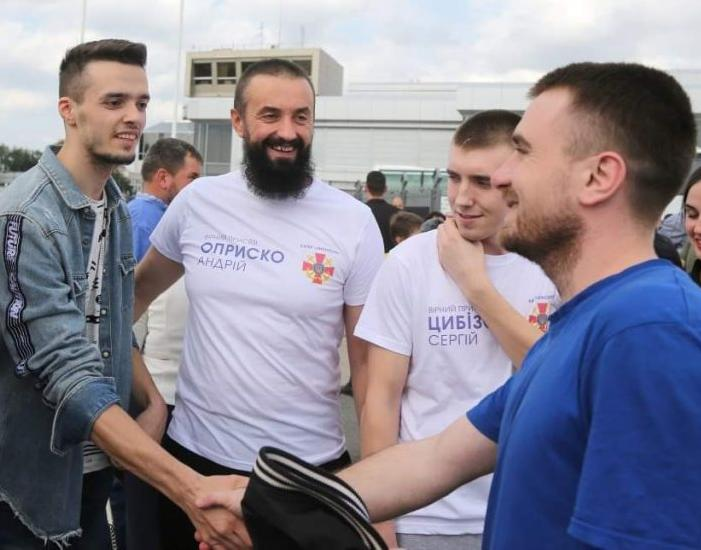 Андрій Оприско познаймов сина зі своїм командиром Богданом Небилицею