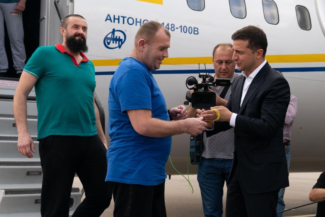 Юрію Будзилу президент віддав стрічку з його ім'ям
