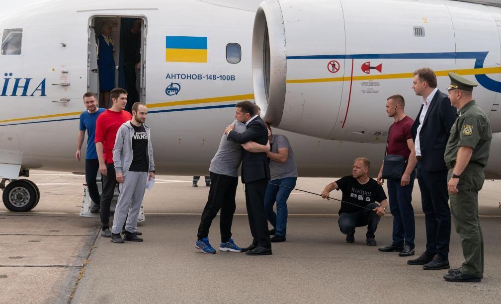 Чекають зустрічі з президентом Владислав Костишин, Богдан Головаш, Руслан Небилиця