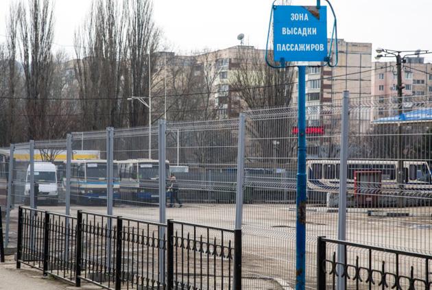 В Симферополе оградили автовокзал / Фото: RFE/RL