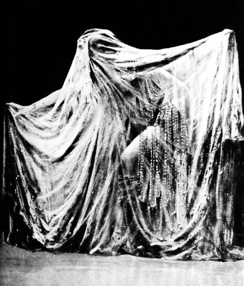 фото знаменитой Пляски семи покрывал