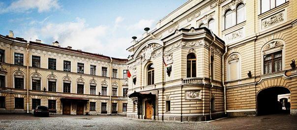 будинок Співочої капели у Санкт-Петербургі, створений великим архітектором Леонтієм Бенуа