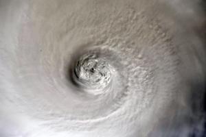 """Через ураган """"Ісаіас"""" у Нью-Йорку оголосили штормове попередження"""