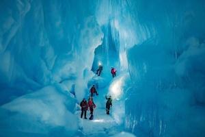ウクライナの調査団、南極にて氷の洞窟への入口を再発見