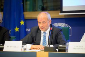 Посол ЄС сказав, що відлякує інвесторів від України більше за корупцію