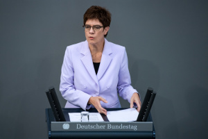 """ЕС нуждается в """"стратегическом компасе"""" в отношениях с Россией - министр обороны ФРГ"""