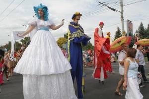 ドニプロ市で「アイ・ラブ・ドニプロ」カーニバルが開催