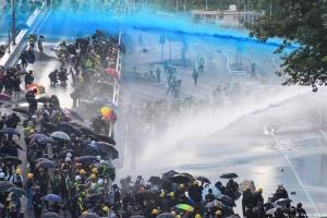 Протести у Гонконгу: Поліція застосувала газ і водяні гармати