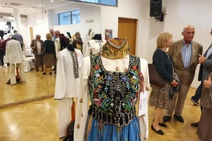 В Варшаве показали национальные костюмы из украинско-польского пограничья
