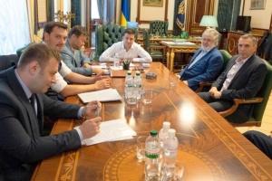FT: Зеленський і Коломойський шукають компроміс щодо ПриватБанку - Гончарук