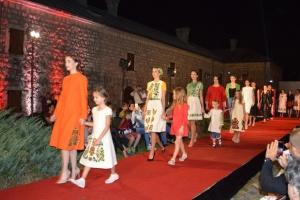 На показі мод у Чорногорії представили традиційний і сучасний український одяг