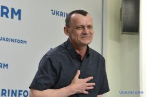 Звільнений політв'язень Карпюк прийшов у Раду