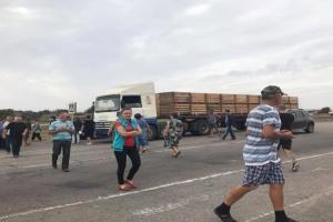 Трасу Херсон-Генічеськ перекривали з вимогами приєднати село до ОТГ
