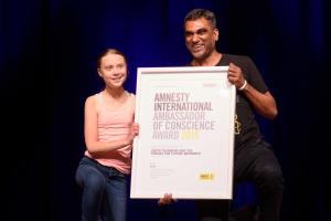 Amnesty International вручила премію 16-річній екоактивістці Греті Тунберг