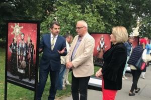 """У Чехії триває фотовиставка українського національного вбрання """"Щирі"""""""
