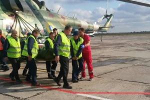 Двух раненых на Донбассе бойцов вертолетами доставили в Днипро