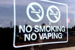 """Індія також заборонила """"ароматні"""" електронні сигарети"""
