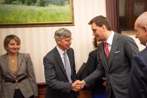 Goncharuk y los Embajadores de los países del G7 discuten la lucha contra la corrupción (Fotos)