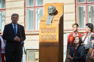 У Франківську відкрили двометровий пам'ятник Степану Пушику