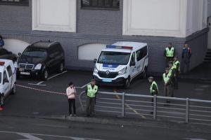 Вибухотехніки перевіряють машину затриманого на мосту Метро зловмисника - Крищенко