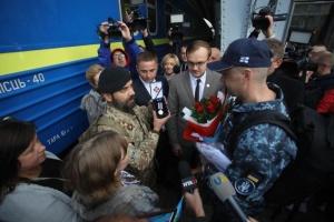 На Львівщині зустріли визволеного з російського полону моряка