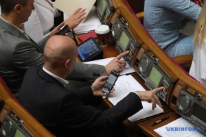 Sociologie : 65% des Ukrainiens ne font plus confiance à la Verkhovna Rada