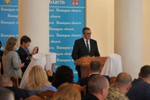 У Вінниці Зеленському виписали посвідчення УТОС, а голові ОДА подарували іграшкового крота