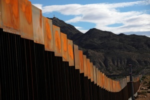 Трамп заявляет, что стену с Мексикой не одолеть - на ней можно жарить яичницу