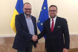 Бородянський обговорив з послом Польщі процедуру ексгумації поховань