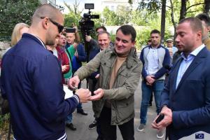 Паралімпійський чемпіон Віктор Смирнов отримав ключі від квартири в Слов'янську