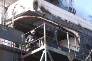 У Херсоні на судноремонтному заводі загорілося судно