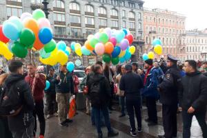 У Санкт-Петербурзі пройшла акція на підтримку миру й України: троє затриманих