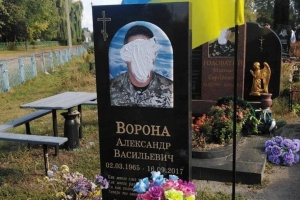 На Черниговщине вандалы испортили надгробия погибших бойцов АТО