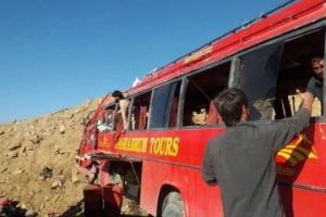 На гірській дорозі в Пакистані розбився автобус, 26 загиблих