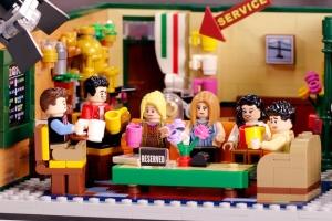 """Lego присвятив конструктор 25-річчю серіалу """"Друзі"""""""